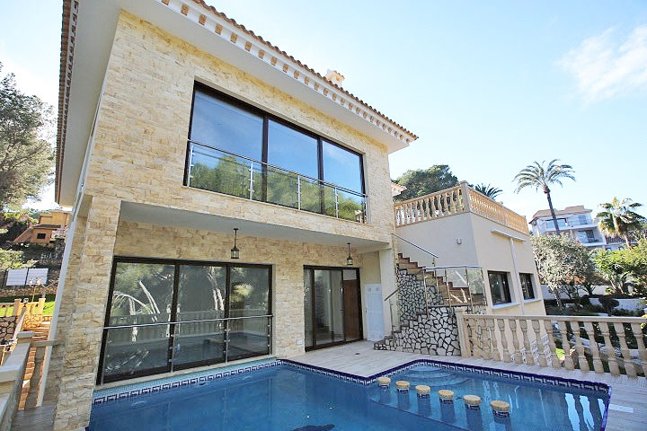 4 bedroom, 3 bathroom villa in Orihuela Costa (Campoamor) only 1,750,000 euros