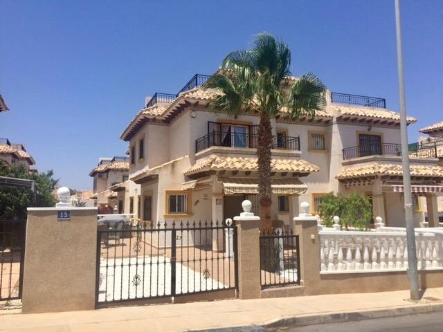 2 bedroom, 1 bathroom townhouse in Orihuela Costa (Villamartin) only 134,995 euros
