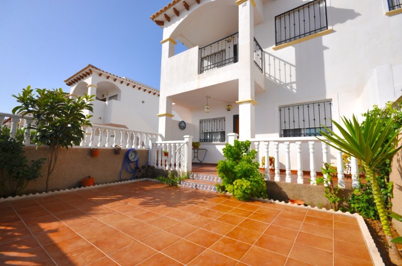 2 bedroom, 2 bathroom apartment in Orihuela Costa (Punta Prima) only 84,000 euros