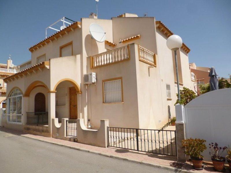 2 bedroom, 2 bathroom quad in Orihuela Costa (Playa Flamenca) only 119,995 euros