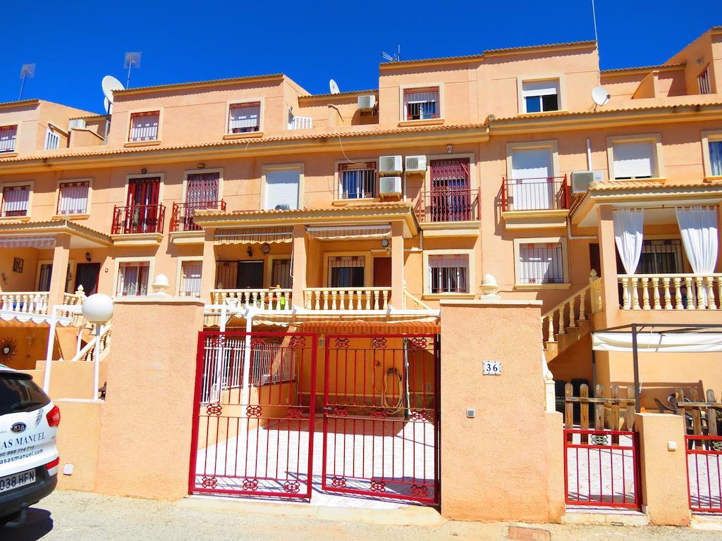 3 bedroom, 2 bathroom townhouse in Orihuela Costa (Playa Flamenca) only 114,950 euros