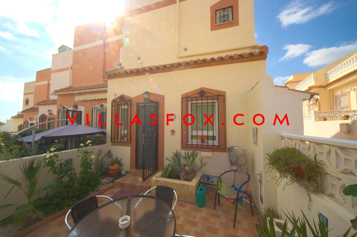 2-bedroom townhouse with gardens and sun terraces, pool, only 89,000 euros, San Miguel de Salinas