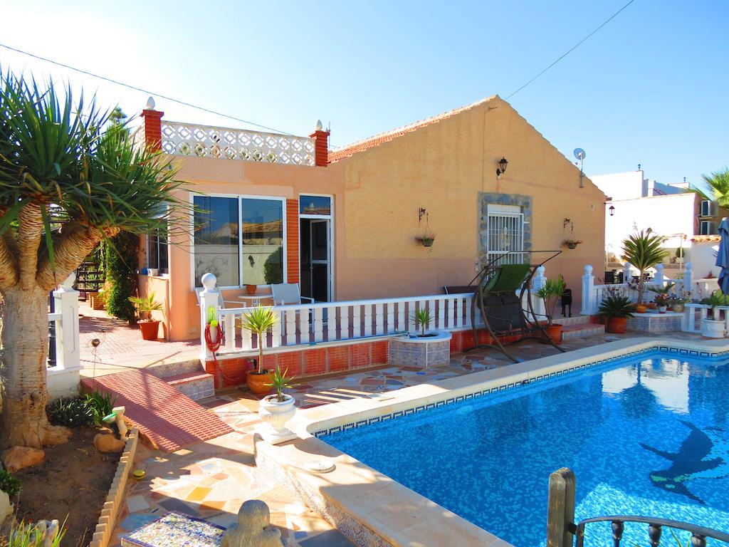 3 bedroom, 2 bathroom villa in Orihuela Costa (La Zenia) only 249,000 euros