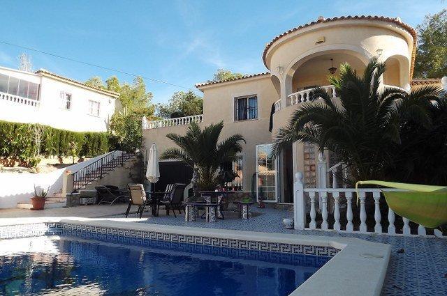 4 bedroom, 3 bathroom detached villa in San Miguel de Salinas (Las Comunicaciones) only 325,000 euro
