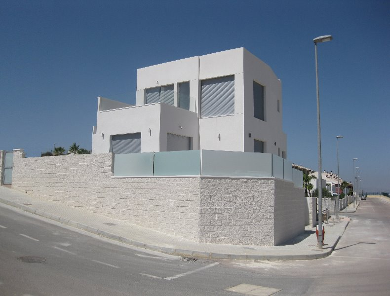 3 bedroom, 2 bathroom detached villa in Benijofar (Benimar Villas) only 230,000 euros