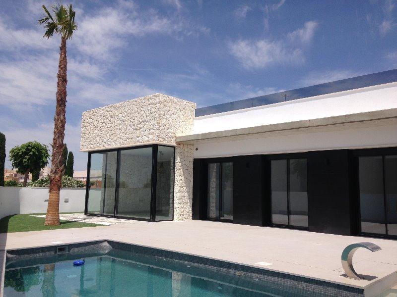 3 bedroom, 2 bathroom detached villa in Sucina (Sucina Villas) only 232,950 euros